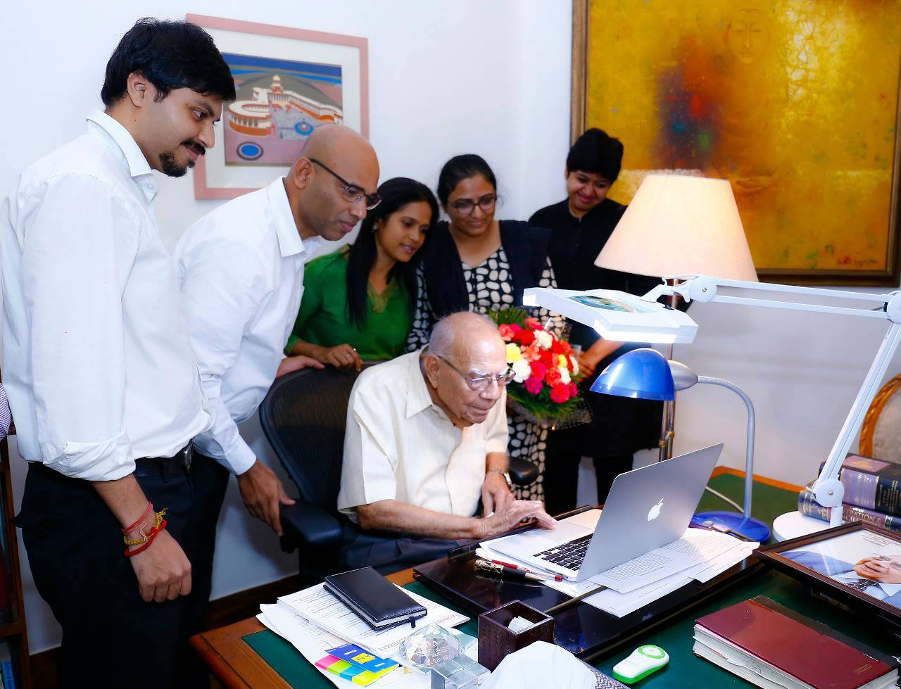 Sr Adv Jethmalani inaugurating LiveLaw Hindi site, 2017