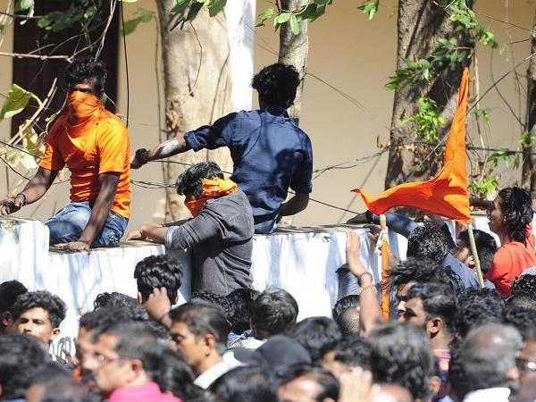 Sabarimala Violence : Kerala HC Issues Notice To Protest Leaders In Plea For Recovery Of Losses