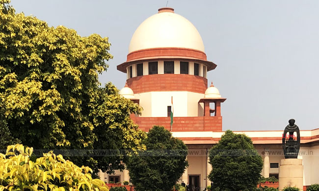 SC Issues Notice On Plea Challenging Provisions Allowing Exclusive Custody Of Child To One Of The Parents