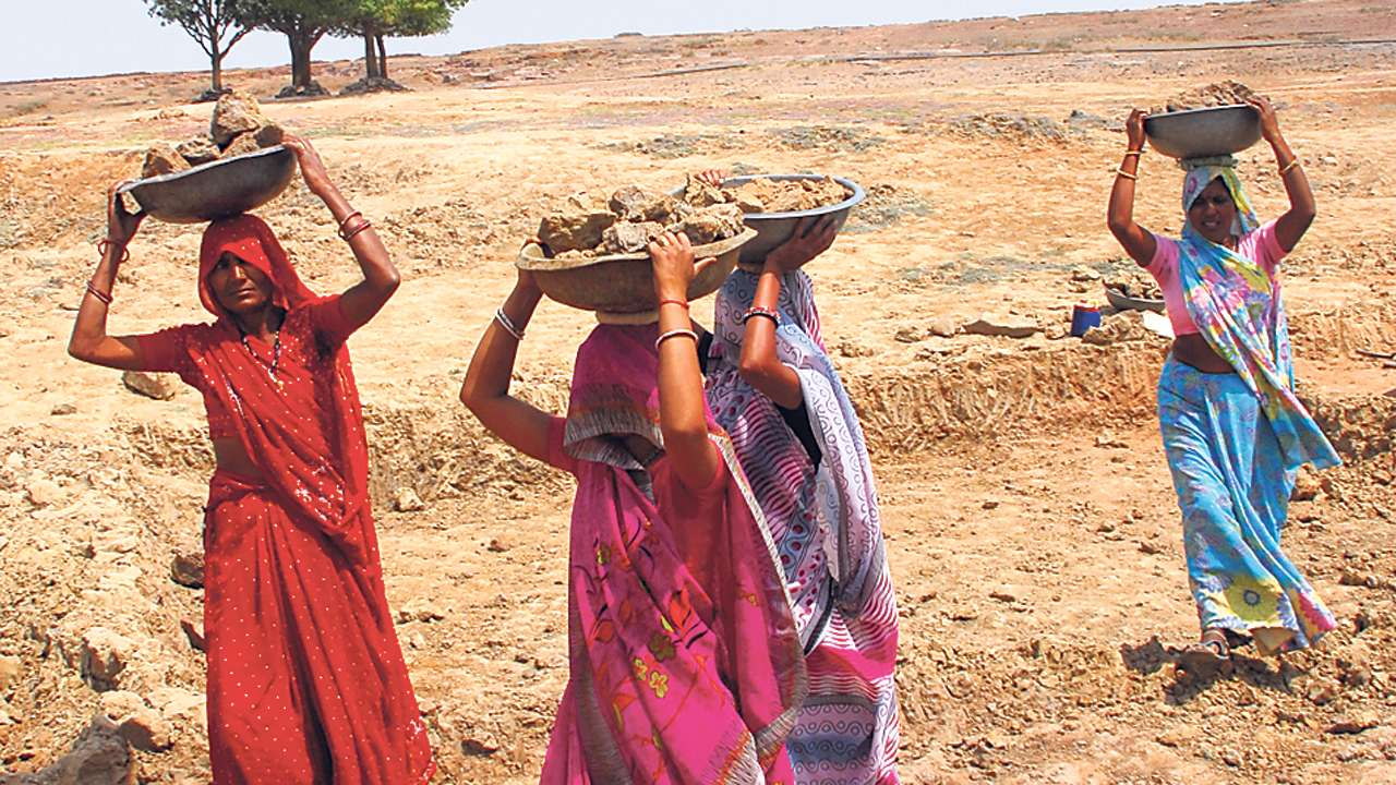 Aruna Roy And Nikhil Dey Move SC For Payment of Wages to MNREGA Workers, Temporary Job Cards To Migrants [Read Petition]