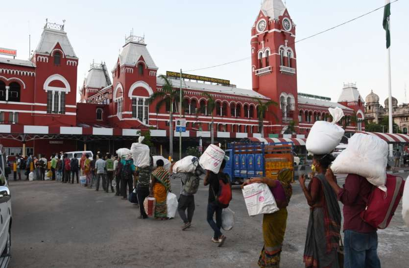Migrants Exhibiting Anxiety To Reach Railway Station; Not Maintaining Social Distancing : Madras HC Directs State To File Status Report On SOP [Read Order]