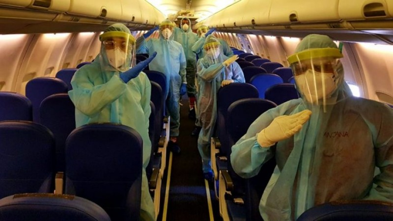 [Breaking] Bombay HC Allows Airlines To Keep Middle Seat Occupied As Expert Committee Says Mere Touch Of COVID-19 Infected Person Will Not Transmit Virus
