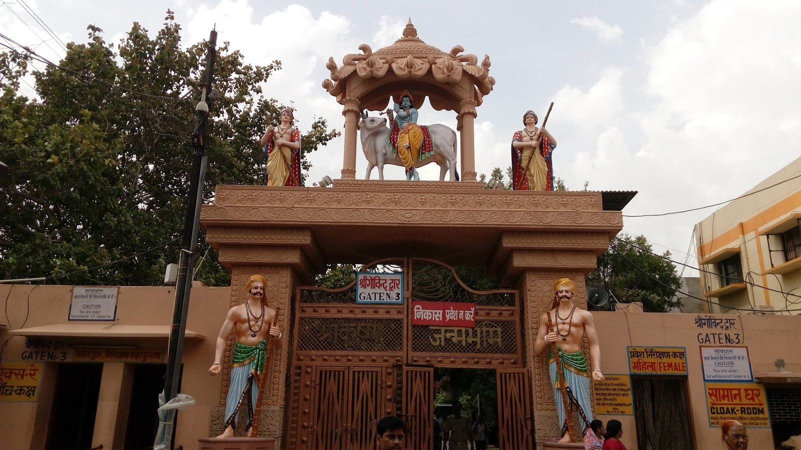Mathura District Court Admits Appeal Against  Order Dismissing Suit Seeking Removal Of Idgah Mosque From Site Claimed As Krishna Janam Bhoomi
