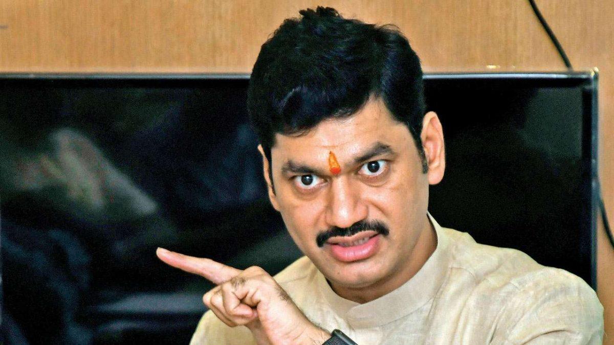 Plea In Bombay High Court Seeks FIR Against Maharashtra Minister Dhananjay Munde For False Info On His Children In Election Affidavit
