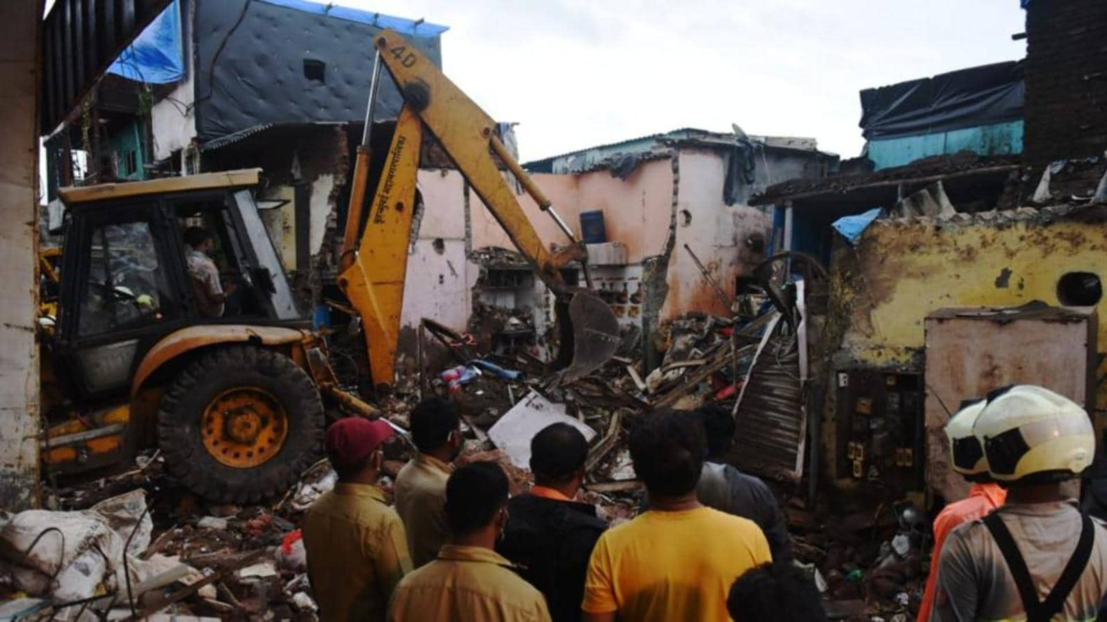 Lawlessness In Municipal Wards Costing Lives : Bombay High Court Orders Judicial Inquiry Into Mumbai Building Collapse In Which 8 Children Died